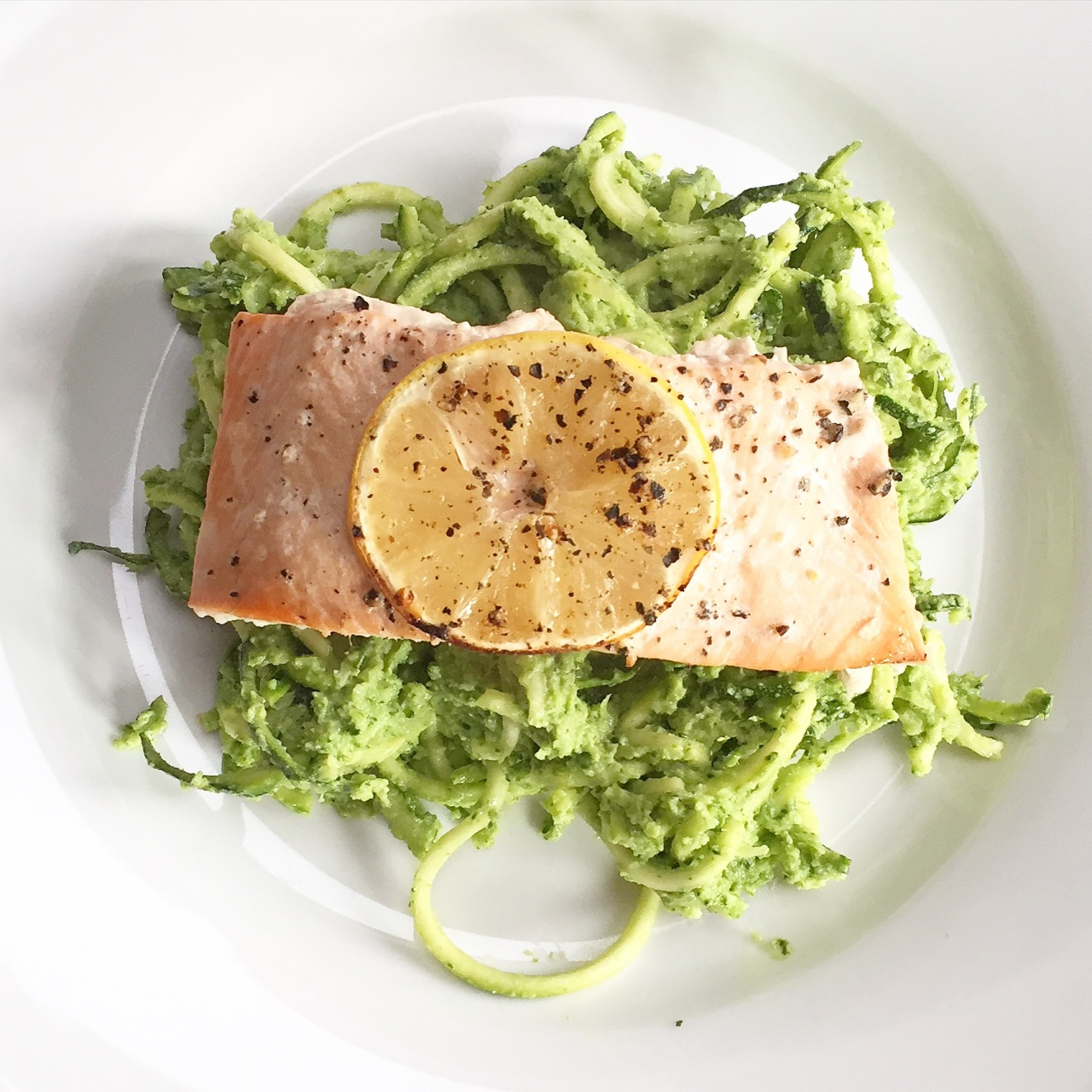 Baked salmon with creamy pestocourgetti